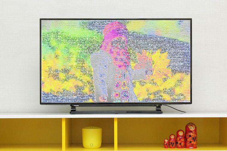 Tình trạng tivi bị sọc ngang màn hình khiến nhiều người khó chịu